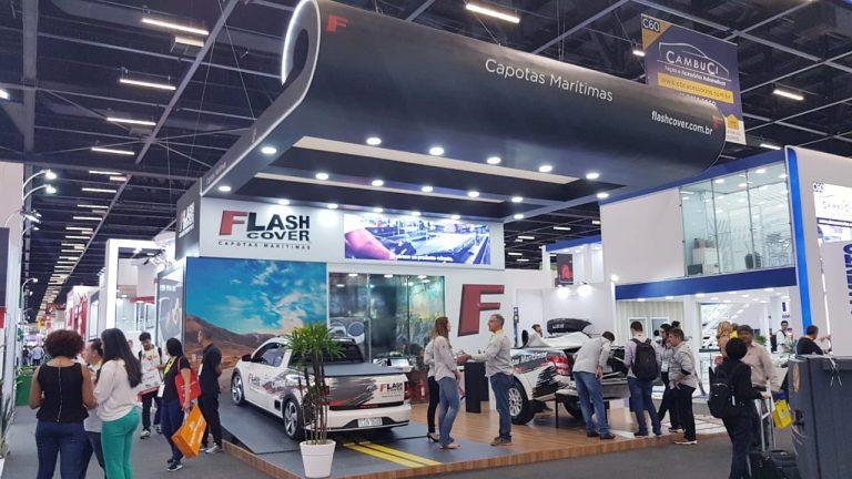 exibição dos produtos flash cover no stand da automec