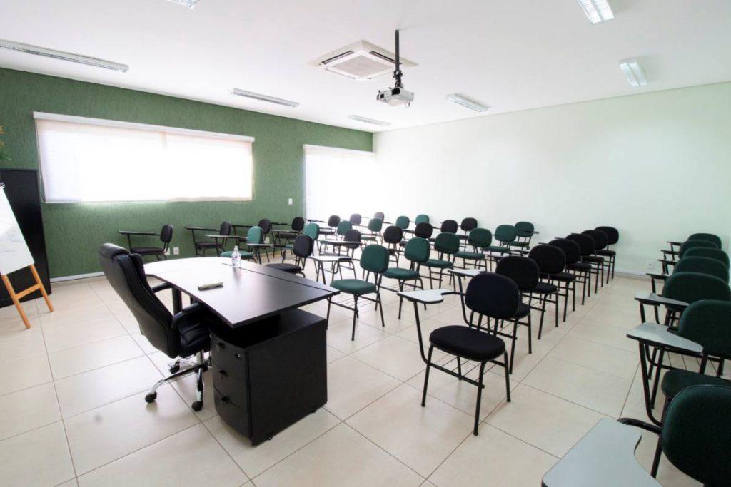 Sala de reunião para funcionários da flash cover